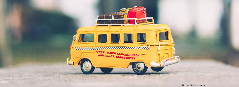 Bus with luggage on top. German text: Herzlichen Gluckwunscch und alles, alles gute!